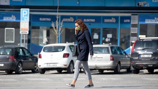 Ulice kvůli koronaviru zejí prázdnotou.