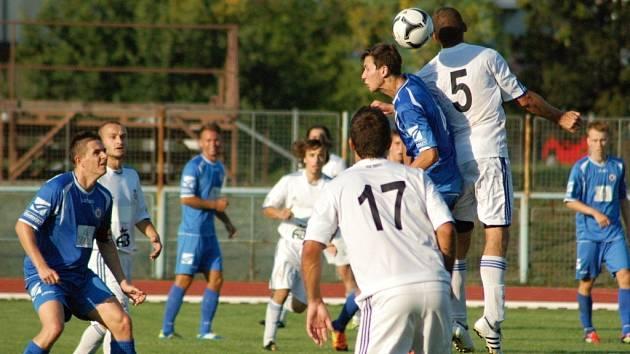 1.FC Viktorie Přerov (v modrém)