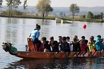 Kanoisté Spartaku Přerov na dračí lodi