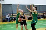 Basketbalistky TBS Přerov (v černém) v utkání s Bruntálem.
