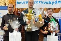 Zleva finalista Vít Dvořák, následuje vítěz turnaje Zdeněk Daněk a celkově třetí Martin Vlach