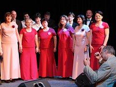 Třicáté výročí oslavil smíšený pěvecký sbor Harmonia v sobotu odpoledne v hranickém Divadle Stará střelnice. Na pódiu si společně zazpívali současní a bývalí členové sboru.