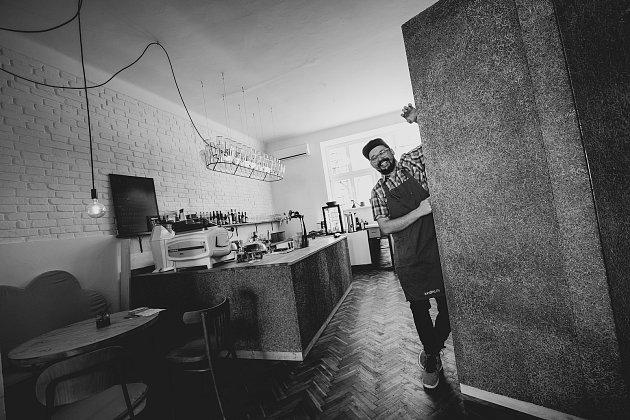 Jakub Jüngling odešel zLondýna a otevřel si vPřerově veganskou kavárnu