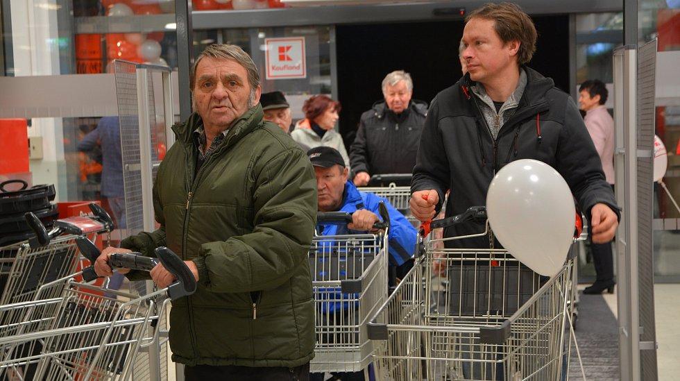 Otevření nového nákupní centra v areálu bývalých Želatovských kasáren v Přerově