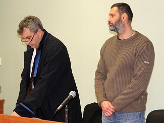 Robert Fryč (vpravo) se svým obhájcem u přerovského okresního soudu, řešícího tragickou střelbu u baru Lumír