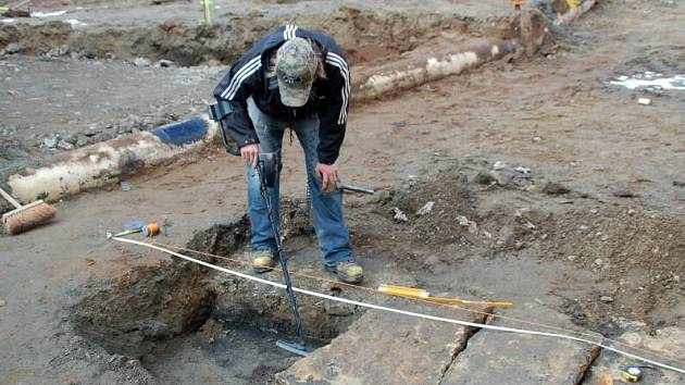 Zajímavé nálezy odkryli archeologové v místech u Tyršova mostu v Přerově, kde nyní probíhají práce na stavbě jižního předpolí.