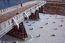 Student prvního ročníku Střední průmyslové školy stavební v Lipníku nad Bečvou Ondřej Tomický postavil model dlouhého oderského mostu, se kterým se zapojil do soutěže Stavby z vlnité lepenky.