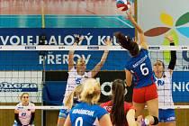 Volejbalistky Přerova (v bílém) proti Olympu. Ilustrační foto