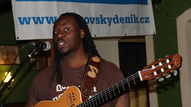 Skvělý anglický kytarista Femi Temowo v Přerově