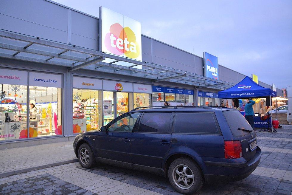 Otevření nového nákupního centra v areálu bývalých Želatovských kasáren v Přerově v prosinci 2017