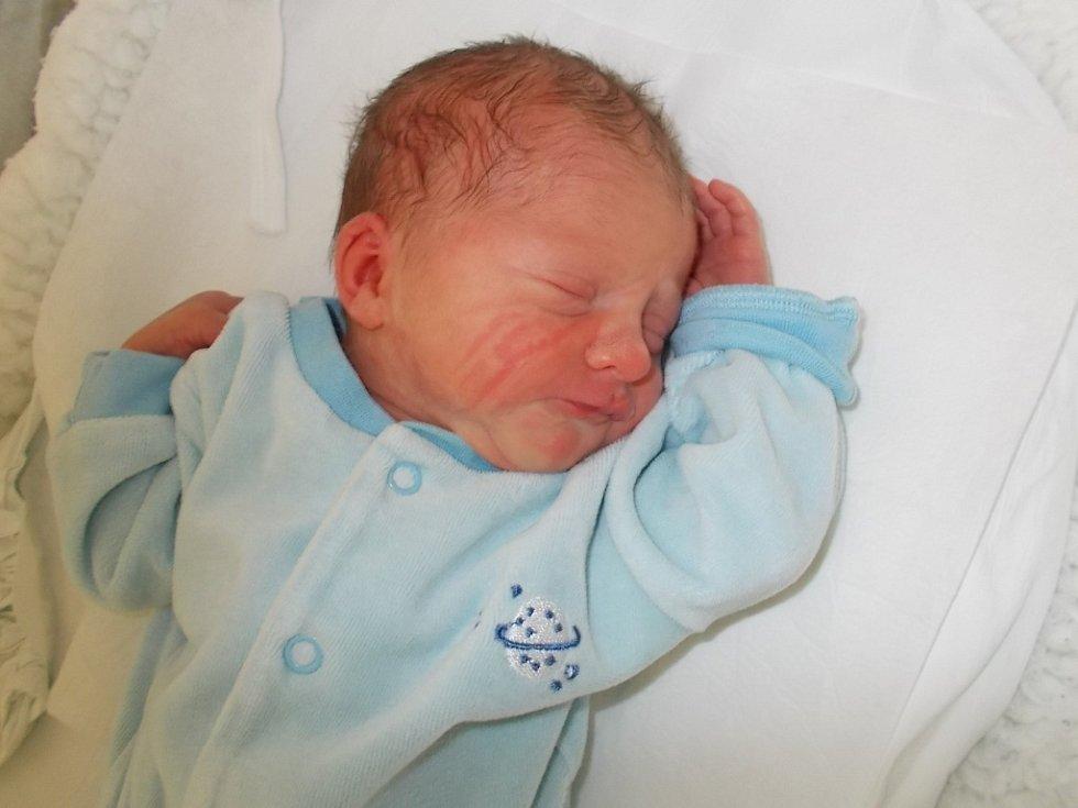 Adam Morbicr, Přerov, narozený dne 1. března 2016 v Přerově, míra: 47 cm, váha: 2734 g