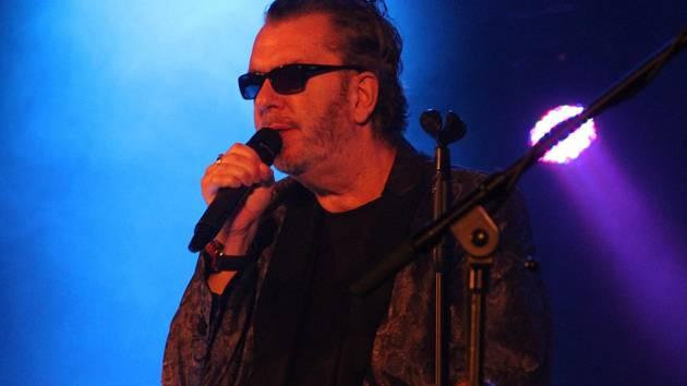 Srdce jako kníže Rohan, Cigaretka na dva tahy, Po schodoch a další písně v podání Richarda Müllera zněly v úterý večer Městským domem v Přerově.