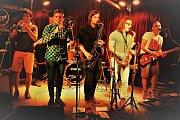"""Skupinu D.U.Bmusic tvoří momentálně: Jitka Žujová (zpěv), Rostislav """"Žaba"""" Bartl (basová kytara), Zdeněk Sedlařík (bicí), Martin Procházka (trombon), Vendelín Kopečný (saxofon), Jirka Hanák (trumpeta), Michal """"Goofy"""" Zbořil (zvuk), Pavel """"Ťop"""" Kadlíček (k"""