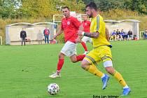Patrik Hustý (ve žlutém) vstřelil úvodní gól zápasu.