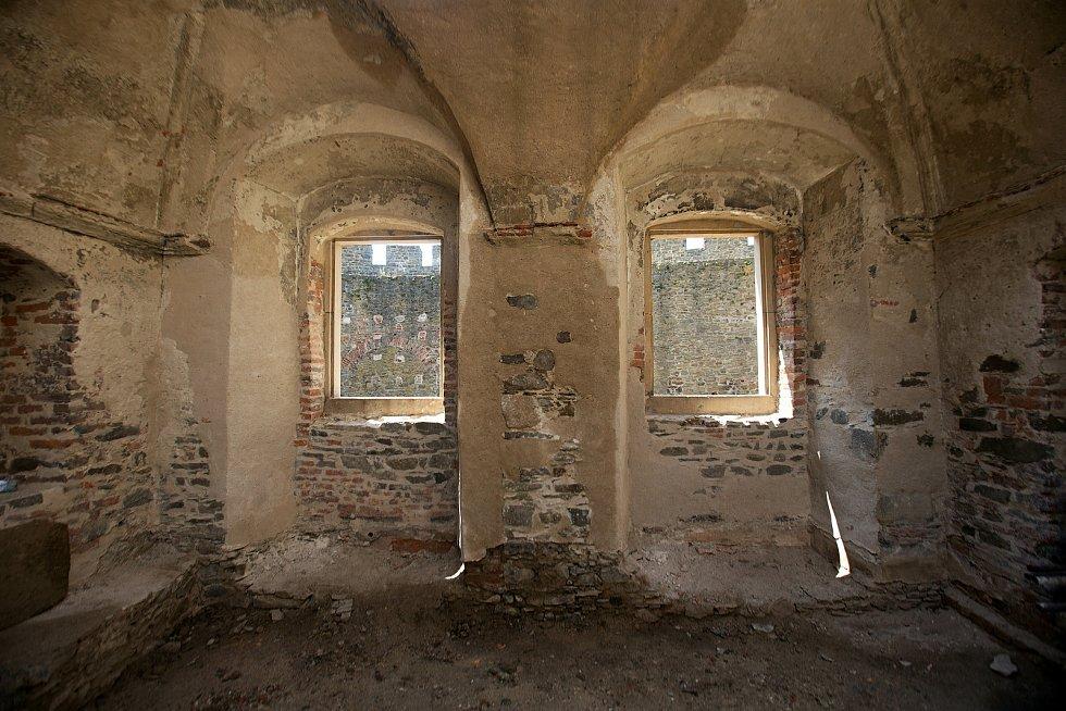 Opravovaný hrad Helfštýn v létě 2019