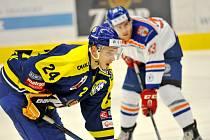 Hokejisté Přerova (v modrém) v utkání proti Litoměřicím.