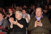 Benefiční koncert přerovské skupiny Arrhythmia pro aktivační centrum Jsme tady ve velkém sále klubu Teplo. Spolu s Arrhythmií si zazpívala i sopranistka Jana Šelle, která je patronkou centra pro postižené