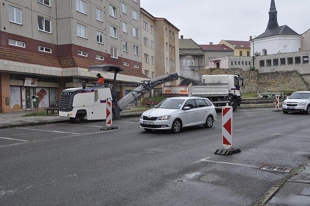 Oprava silnice v přerovské ulici Pod Valy.