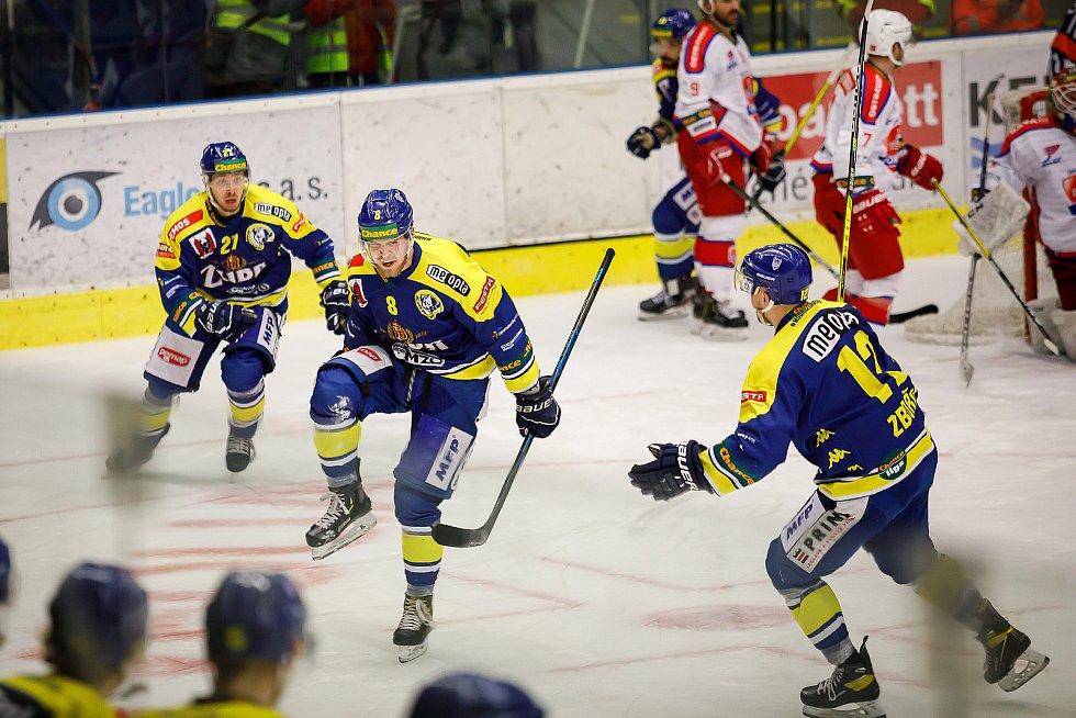 Hokejisté Přerova (v modrém) ve čtvttfinále play-off proti Porubě. Jan Süss a jeho radost