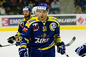 Hokejisté Přerova (v modrém) proti Karlovým Varům