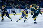 Hokejisté Přerova (ve žlutém) v utkání se Vsetínem. Jakub Navrátil