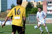 Fotbalisté Přerova (v bílém) proti Rosicím