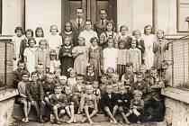 Tupecká škola byla otevřena v roce 1906 a v roce 1974 došlo k přestavbě na mateřskou školu.