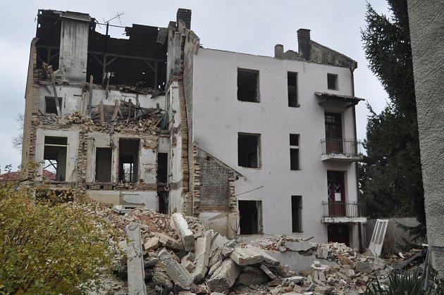 Pozornost Přerovanů vyvolalo v těchto dnech bourání dvou historických domů v centru města.