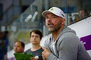Hokejisté HC Zubr Přerov (v modrém) v přípravném utkání proti Vsetínu.
