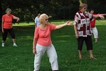 Přerovské babičky dělají několikrát do týdne praktikují tai-chi