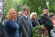 Památku 267 obětí masakru na Švédských šancích uctili v neděli na Městském hřbitově zástupci Přerova a slovenské Dobšiné, odkud pocházela více než stovka zavražděných.