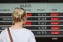 Liduprázdné vlakové nádraží a minimální zájem cestujících o náhradní autobusové spoje – taková byla ve čtvrtek dopoledne situace v Přerově