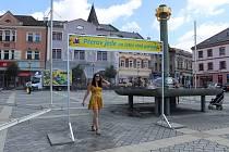 Centrální Masarykovo náměstí v Přerově trápí nedostatek zeleně a vzrostlých stromů - město se proto snaží jeho plochu oživit. Stávající mlžné brány nahradí příští léto nové.