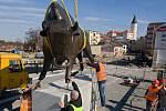 Tyršův most v Přerově ozdobily sochy zubra a ptáka