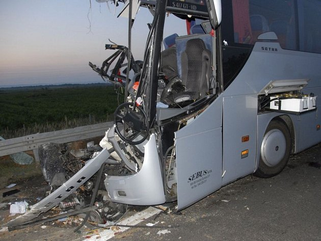 Autobus s klienty přerovské cestovní kanceláře Rialto travel havaroval 15. července na dálnici v Srbsku
