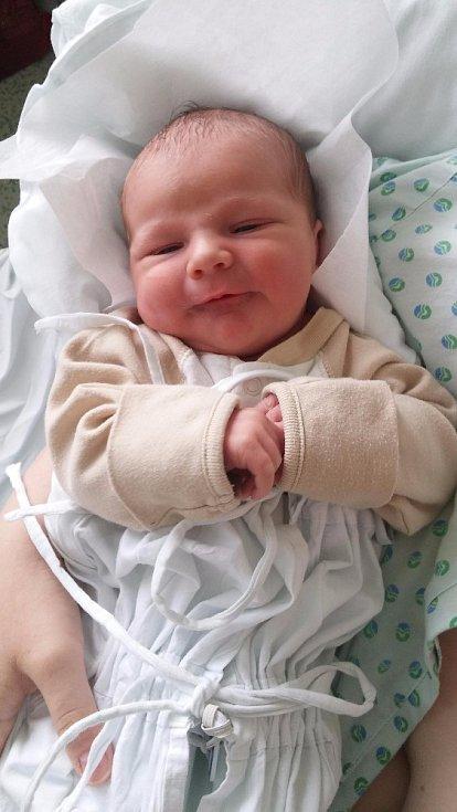 Vojtěch Kopáčik, Hranice, narozen dne 11. dubna vPřerově, míra 51 cm, váha 3940 g