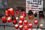 Protestního pochodu, který uspořádali ve středu vpodvečer v Přerově přátelé a známí zemřelého mladíka, se zúčastnilo na sto padesát lidí. Na situaci dohlížely pořádkové jednotky policie a napjatou atmosféru se snažil zklidnit také antikonfliktní tým.