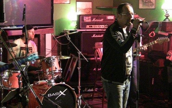 Brněnská kapela Tibet odehrála vsobotu večer koncert vpřerovském Pivovaře. Jejich alternativní rock poté doplnila místní kapela D.U.B.
