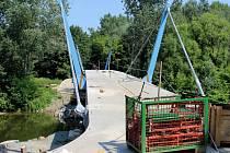 Stavba lávky U Tenisu, polovina července 2015
