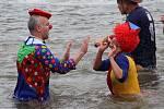 Silvestrovská show otužilců v řece Bečvě 2014