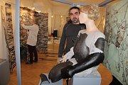Příprava výstavy Středověké a raně novověké zbraně Přerovska