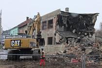 Demolice zchtáralých domů na nábřeží Protifašistických bojovníků v Přerově