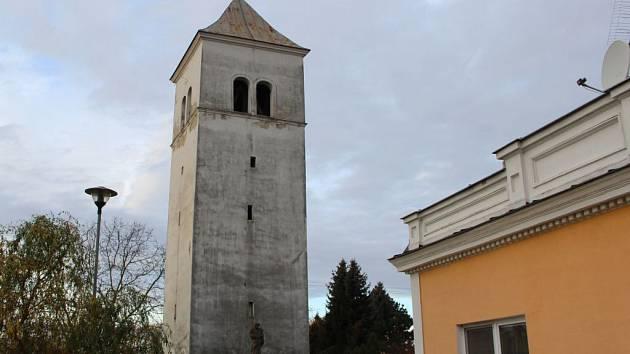 Zvonice ze 16. století v Dřevohosticích