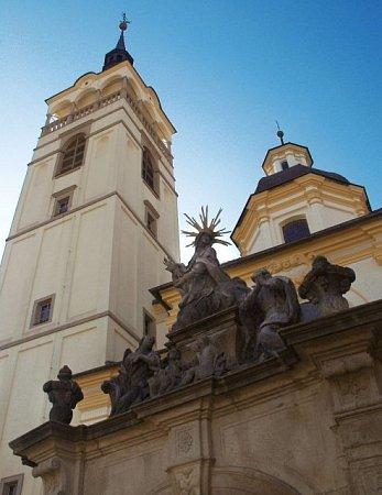 Kostel sv. Františka stojí na místě bývalé bratrského sboru, který byl zbourán vroce 1590.Stávaly zde  budovy sborového domu, špitálu a vblízkosti byl hřbitov.