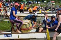 Přerovskou Lagunu ovládl Festival dračích lodí
