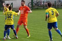 Fotbalisté Kozlovic (ve žlutém). Ilustrační foto