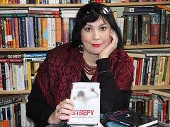 Přerovská spisovatelka Lenka Chalupová vydává svůj v pořadí pátý román s názvem Ledové střepy.