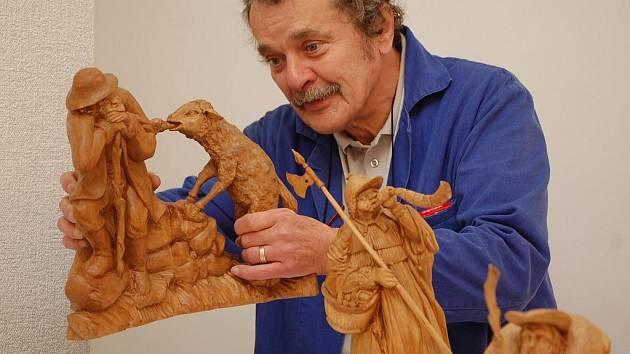 Betlém čítá přes 120 vyřezávaných figur z dílny sázavského řezbáře samouka Bedřicha Zbořila