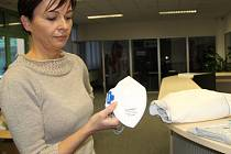 Respirátory a ochranné obleky, které dodává přerovská firma Ardon Safety, rychle mizí ze skladu. Poptávka vzrostla kvůli obavě z nákazy nebezpečným koronavirem.