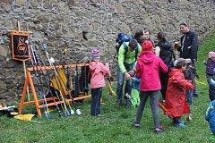 Hradní kejkle přilákaly i přes nevlídné počasí především rodiny s dětmi